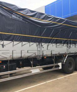 Bên hông xe tải Isuzu 15 tấn FVM 1500 thùng mui bạt bửng nhôm