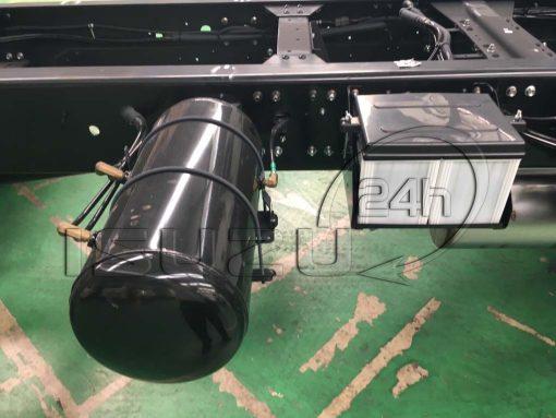 Bình acquy và bình hơi khí nén phụ xe tải Isuzu 15t FVM 1500