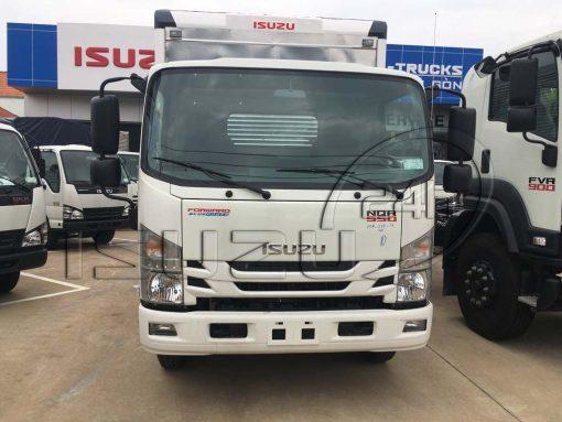 Cabin xe tải Isuzu 5 tấn NQR 550 thùng kín inox dài 6.2m