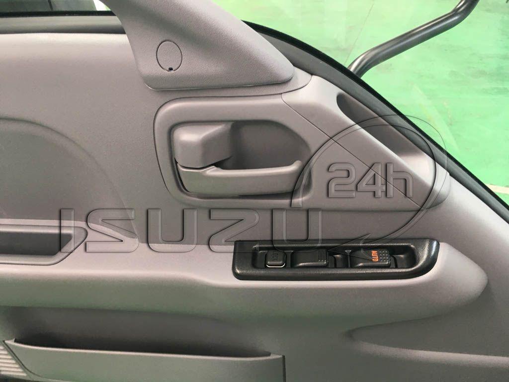 Công tắc cửa kính chỉnh điện trên xe tải Isuzu Qkr 270 1t9 2t4