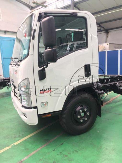 Cửa cabin bên tài xe tải Isuzu 5 tấn NQR 550 thùng dài 6.2m