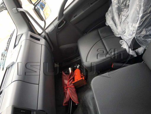 Ghế bên phụ trong cabin xe tải Isuzu 15t FVM 1500