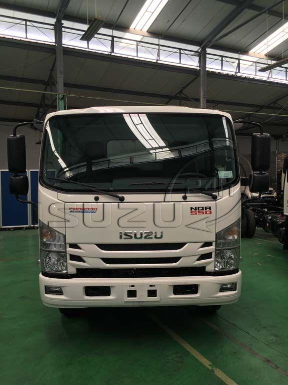 Mặt trước cabin xe tải Isuzu 5 tấn NQR 550 thùng dài 6.2m