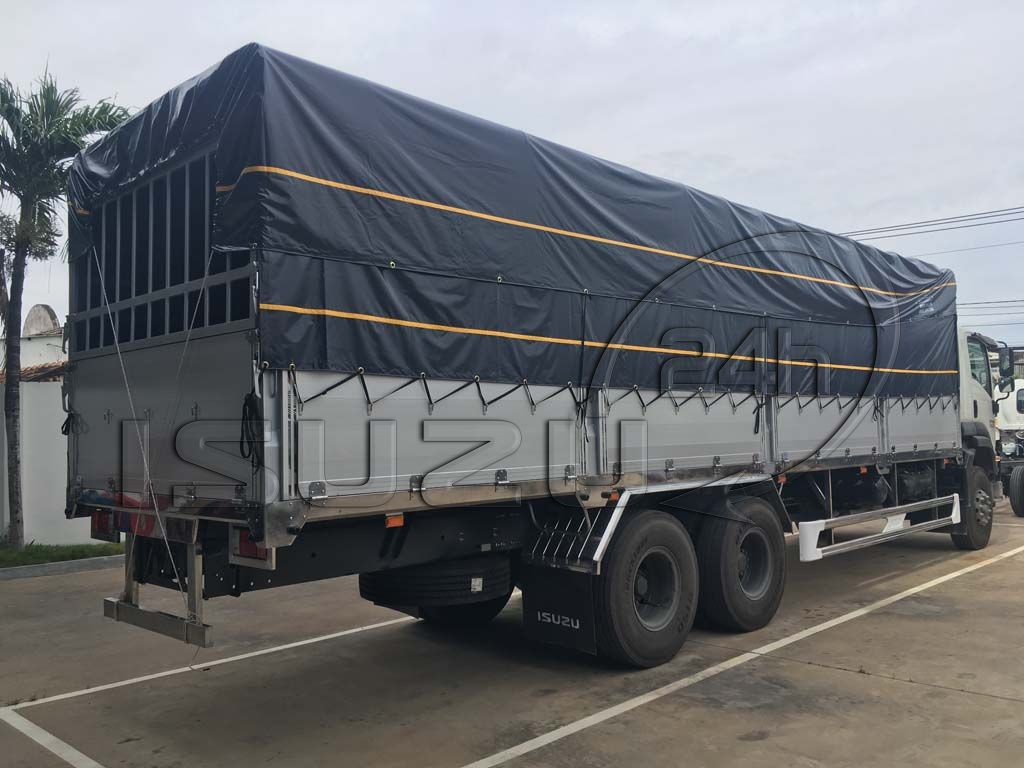 Phía sau xe tải Isuzu 15 tấn FVM 1500 thùng mui bạt bửng nhôm