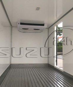 Bên trong thùng xe tải Isuzu 1t9 thùng đông lạnh Quyền Auto