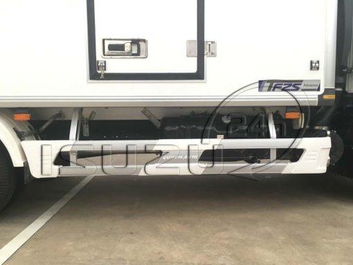 Cản hông inox bọc composite xe tải Isuzu 1t9 thùng đông lạnh Quyền Auto