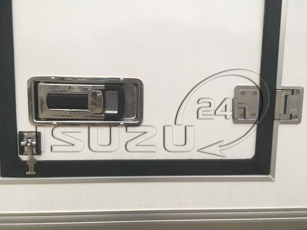 Khóa hộp âm thùng trên cửa hông xe tải Isuzu 1t9 thùng đông lạnh Quyền Auto