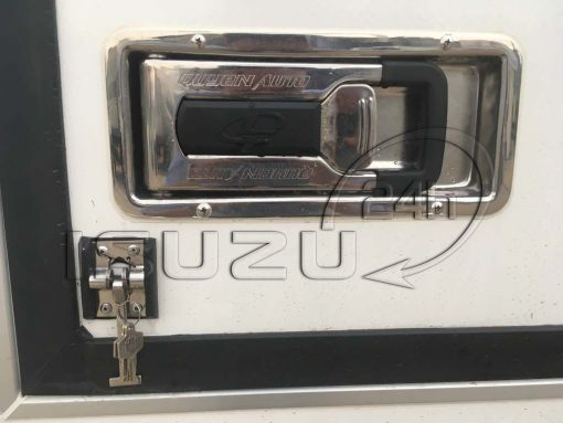 Khóa hộp âm thùng trên xe tải Isuzu 1t9 thùng đông lạnh Quyền Auto