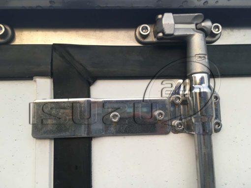 Khóa nhôm đúc cửa thùng xe tải Isuzu 1t9 thùng đông lạnh Quyền Auto