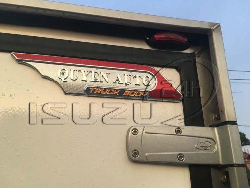 Logo thùng Quyền auto xe tải Isuzu 1t9 thùng đông lạnh Quyền Auto