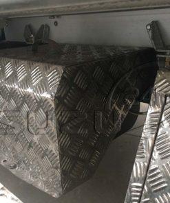 Nắp chụp Inox bảo vệ bình acquy xe tải Isuzu 1t9 thùng đông lạnh Quyền Auto