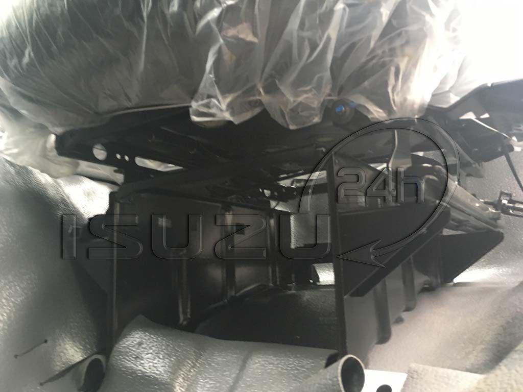 Nút điều khiển và thiết kế ghế tài Xe tải Isuzu FRR 650 6t thùng dài 6m7