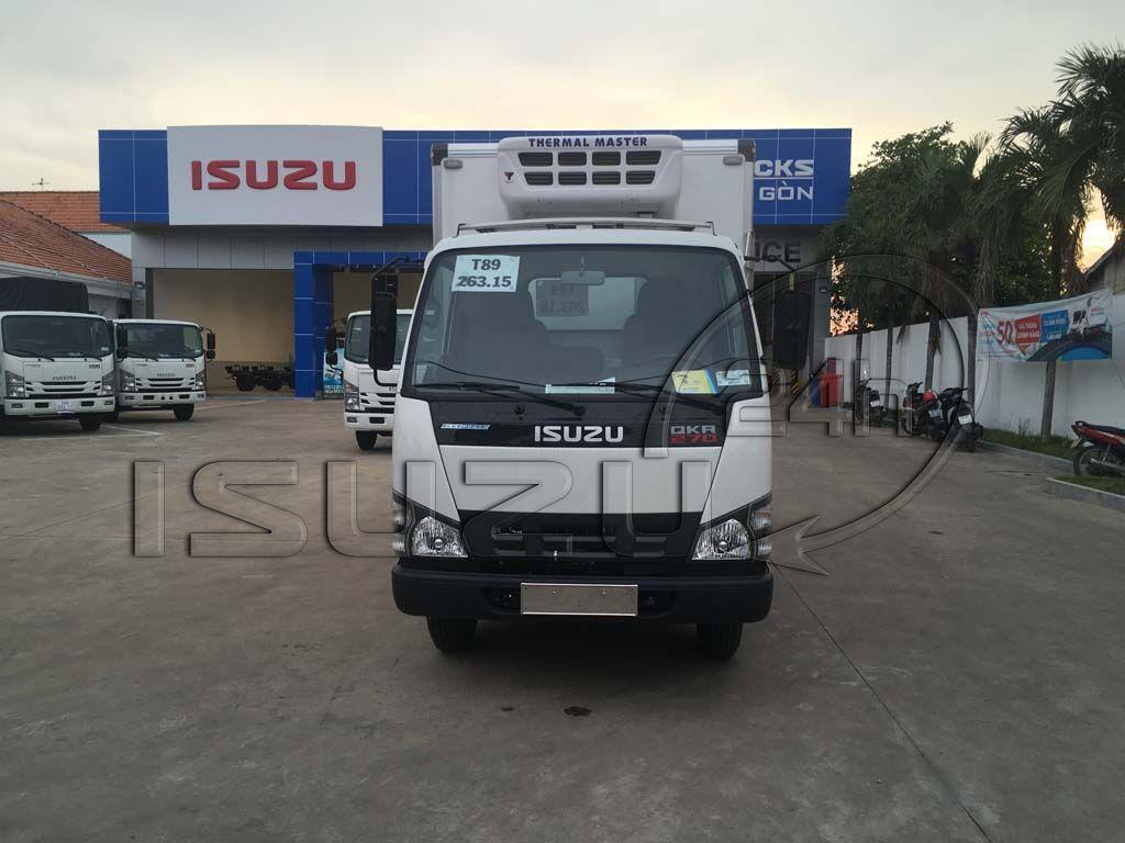 Góc nhìn phía trước cabin xe tải Isuzu 1t9 thùng đông lạnh Quyền Auto