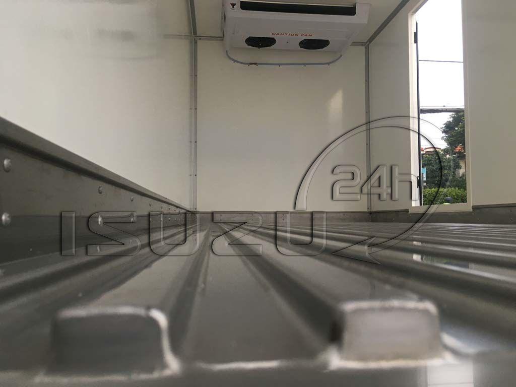 Sàn Inox 304 dập sóng xe tải Isuzu 1t9 thùng đông lạnh Quyền Auto