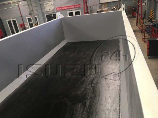 Bên trong thùng xe ben tự đổ Isuzu FVZ 15 tấn 10 khối