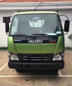 Phía trước cabin xe tải Isuzu 2t4 QKR 230 thùng 3m6