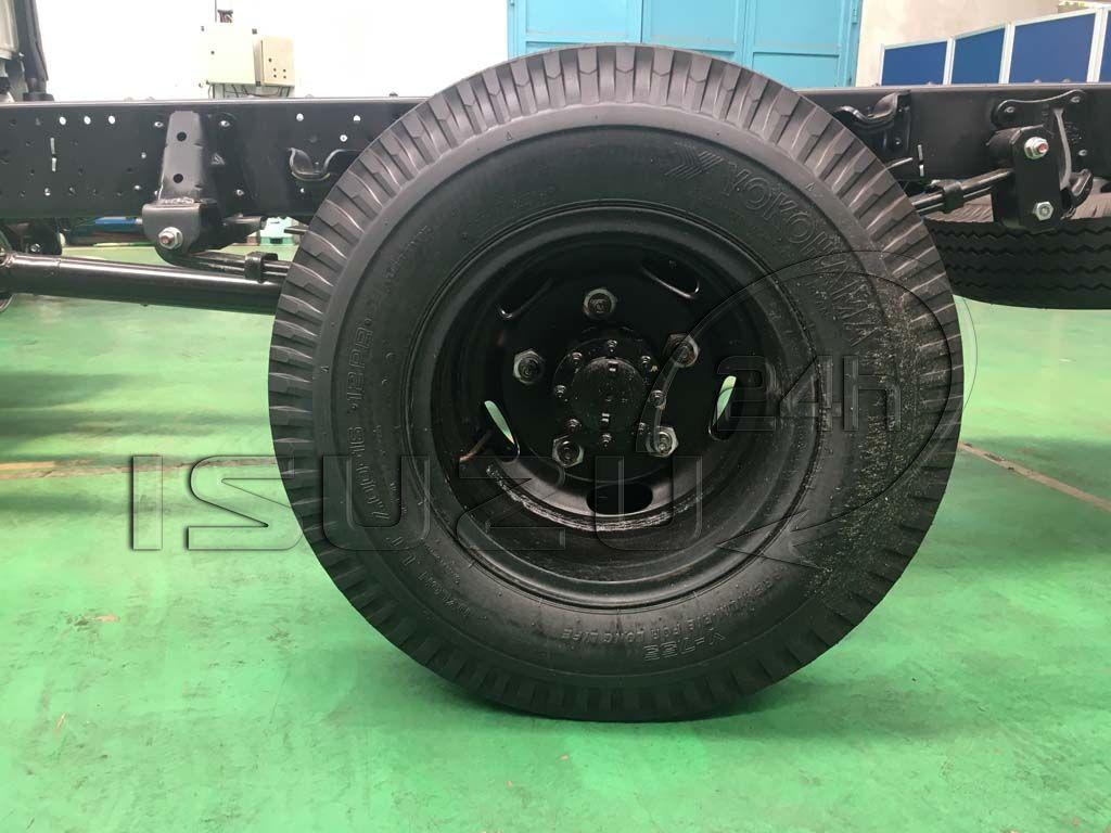 Vỏ (lốp) sau xe tải Isuzu 1T9 đầu vuông nhập Nhật NMR 310