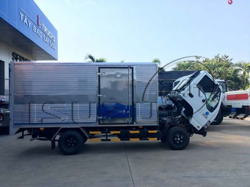 Xe tải Isuzu QKR 270 thùng kín Inox 1T9 2T4