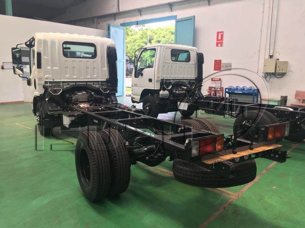 Phía sau đuôi xe tải Isuzu 1T9 đầu vuông nhập Nhật NMR 310
