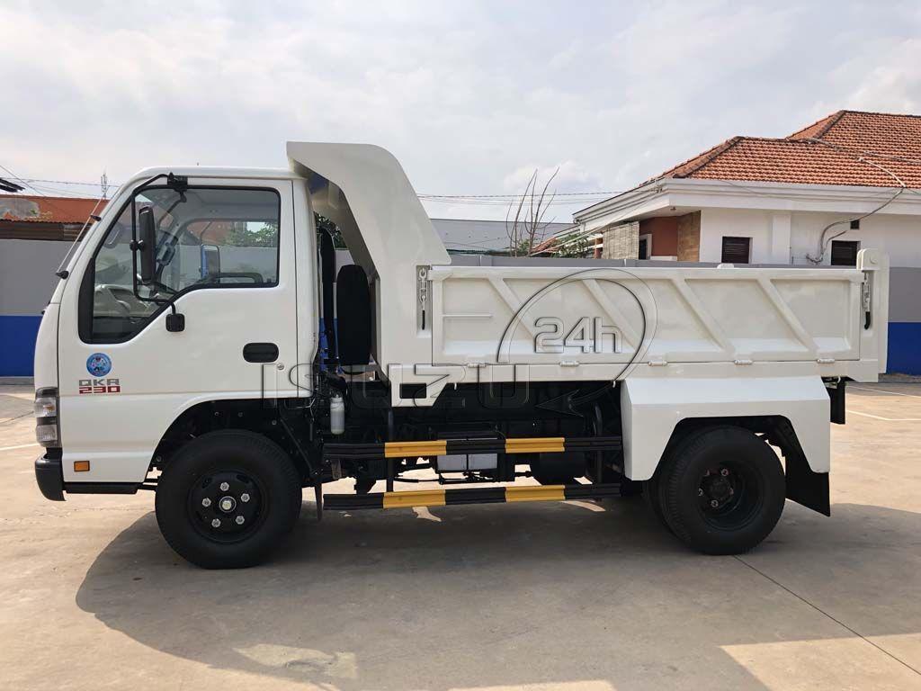 Cạnh hông bên tài xe ben Isuzu QKR 230 tải trọng 2T thùng 2 khối
