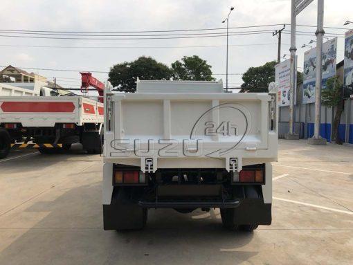 Phía sau xe ben Isuzu QKR 230 tải trọng 2T thùng 2 khối