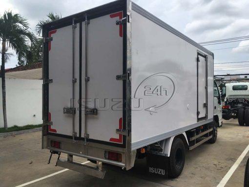 Xe tải Isuzu 1T9 QKR 270 thùng kín composite bảo ôn