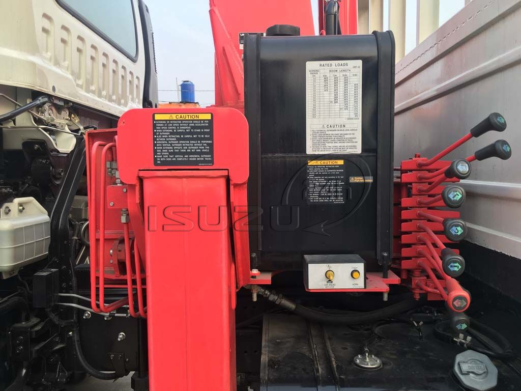 Bảng điều khiển cần cẩu xe tải Isuzu 15 tấn FVM 1500 thùng lửng gắn cẩu Unic 800 8 tấn 4 khúc