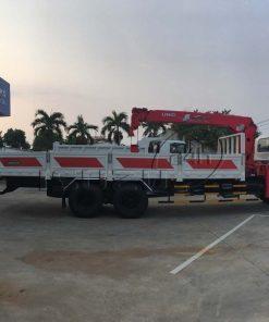 Cạnh hông xe tải Isuzu 15 tấn FVM 1500 thùng lửng gắn cẩu Unic 800 8 tấn 4 khúc