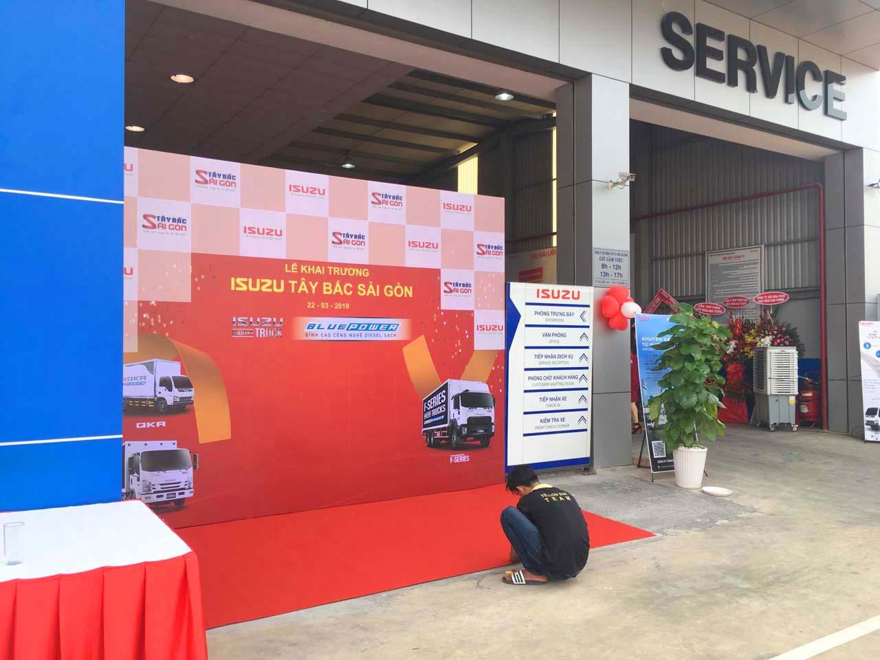 Quá trình chuẩn bị cho lễ khai trương đại lý Isuzu Hóc Môn I-Trucks Tây Bắc Sài Gòn