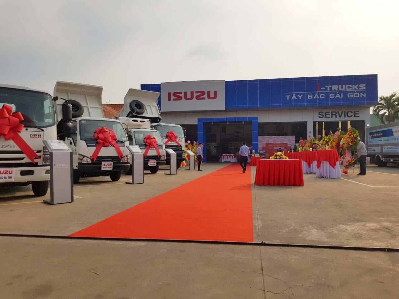 Thảm đỏ đón khách khai trương đại lý Isuzu Hóc Môn I-Trucks Tây Bắc Sài Gòn
