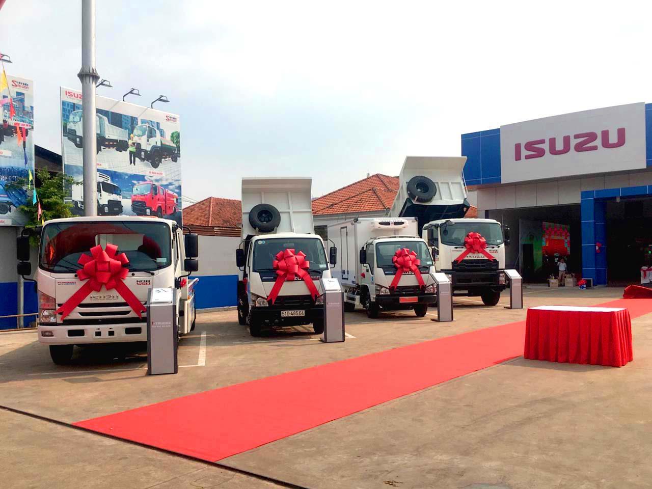 Một số mẫu xe chuyên dùng được trưng bày tại lễ khai trương đại lý Isuzu Hóc Môn I-Trucks Tây Bắc Sài Gòn