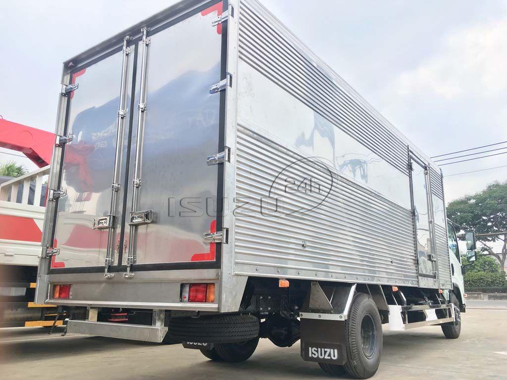 Góc sau thùng xe tải Isuzu 5T NQR 550 thùng kín full Inox