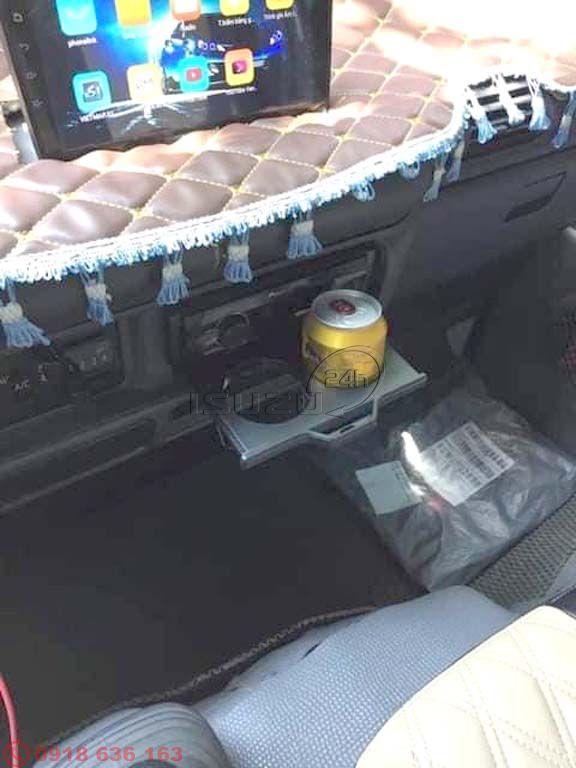 Khay đựng ly (cốc) nước trên cabin xe tải Isuzu QKR (ảnh khách Review)