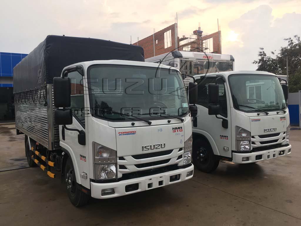 So sánh xe tải Isuzu đầu vuông NMR310 thùng kèo mui bạt và thùng kín inox