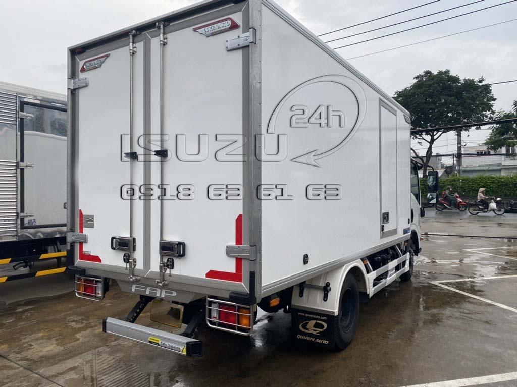 Xe tải Isuzu 1T9 đầu vuông NMR310 thùng đông lạnh Quyền Auto