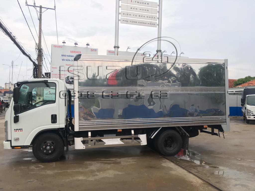 Xe tải Isuzu NMR310 1T9 thùng kín inox