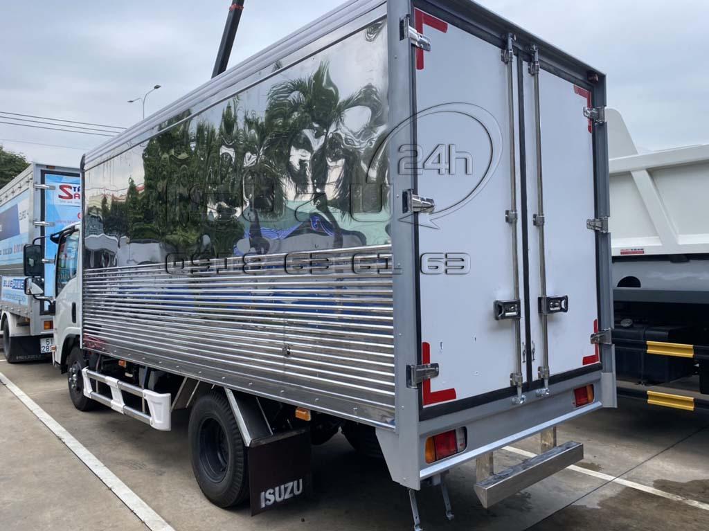 Xe tải Isuzu đầu vuông NMR310 1T99 NMR310 thùng kín inox 304