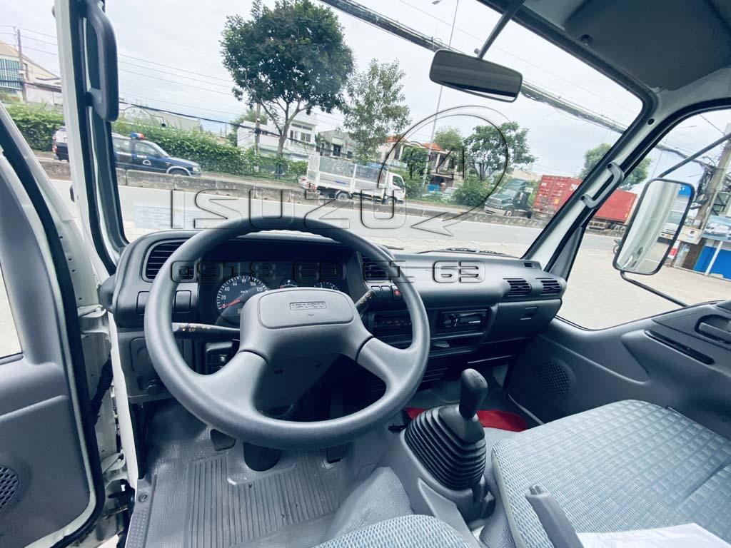 Tổng quan nội thất xe tải Isuzu QKR270 Thùng Kín Bảo Ôn Quyền Auto F2LB