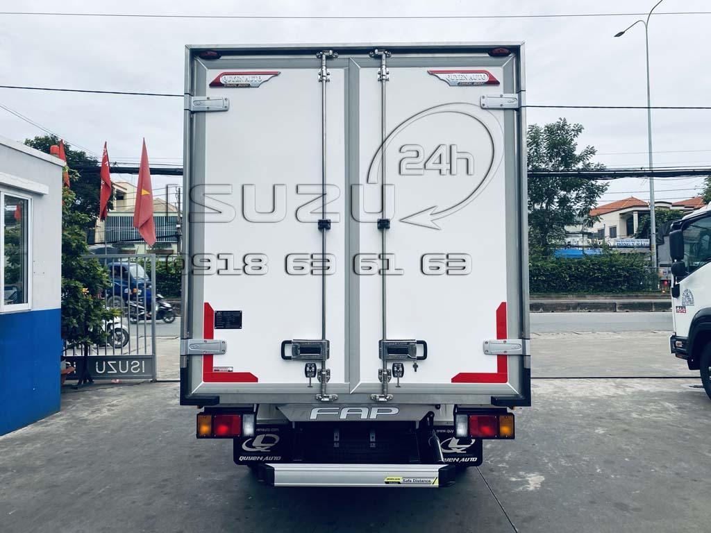 Xe tải Isuzu QKR270 Thùng Kín Bảo Ôn Quyền Auto F2LB