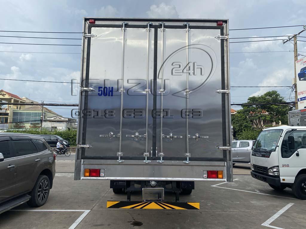 Cửa sau thùng hàng xe isuzu 8 tấn thùng 9m6