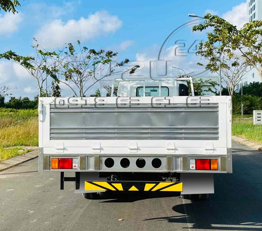 Phía sau thùng xe tải Isuzu 5 tấn NQR550 thùng lửng 6 mét