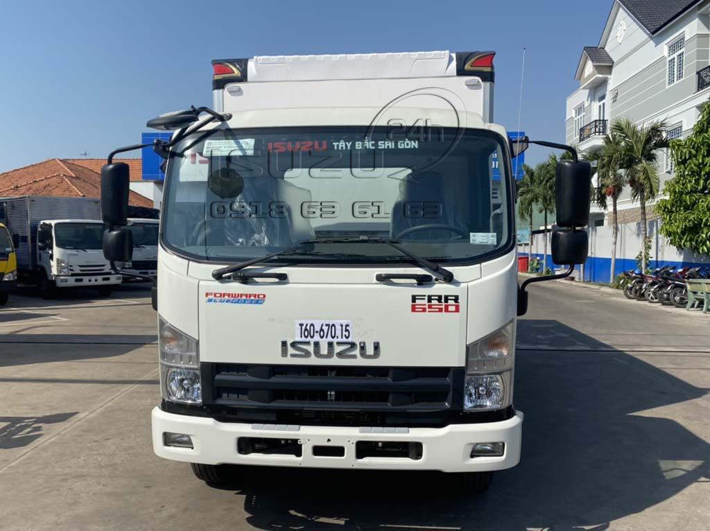Phía trước xe tải Isuzu 6T5 FRR650 thùng bảo ôn composite