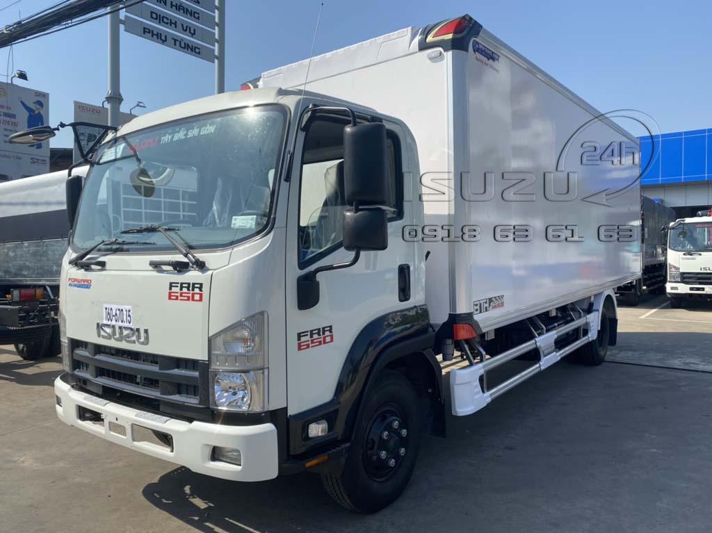 Phía trước bên tài xe tải Isuzu 6T5 FRR650 thùng bảo ôn composite