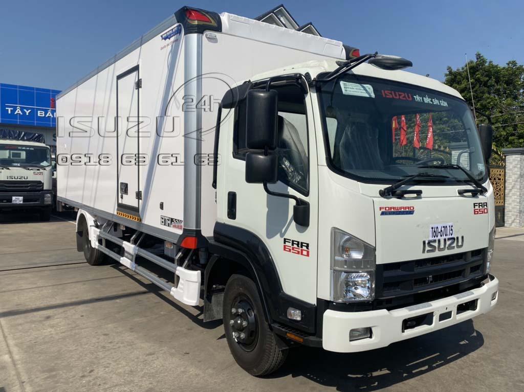 Phía trước bên phụ xe tải Isuzu 6T5 FRR650 thùng bảo ôn composite