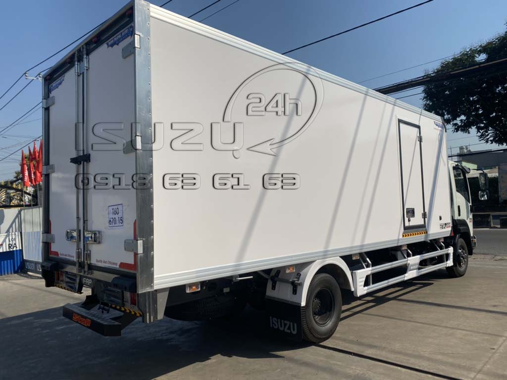 Phía sau bên phụ xe tải Isuzu 6T5 FRR650 thùng bảo ôn composite