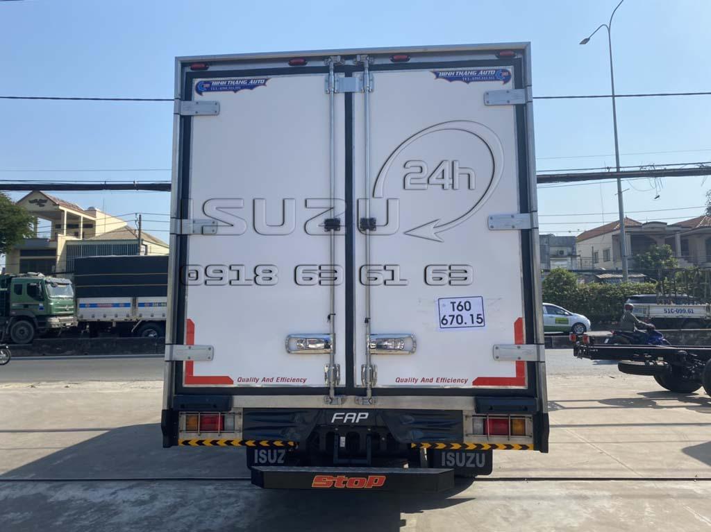 Phía sau xe tải Isuzu 6T5 FRR650 thùng bảo ôn composite