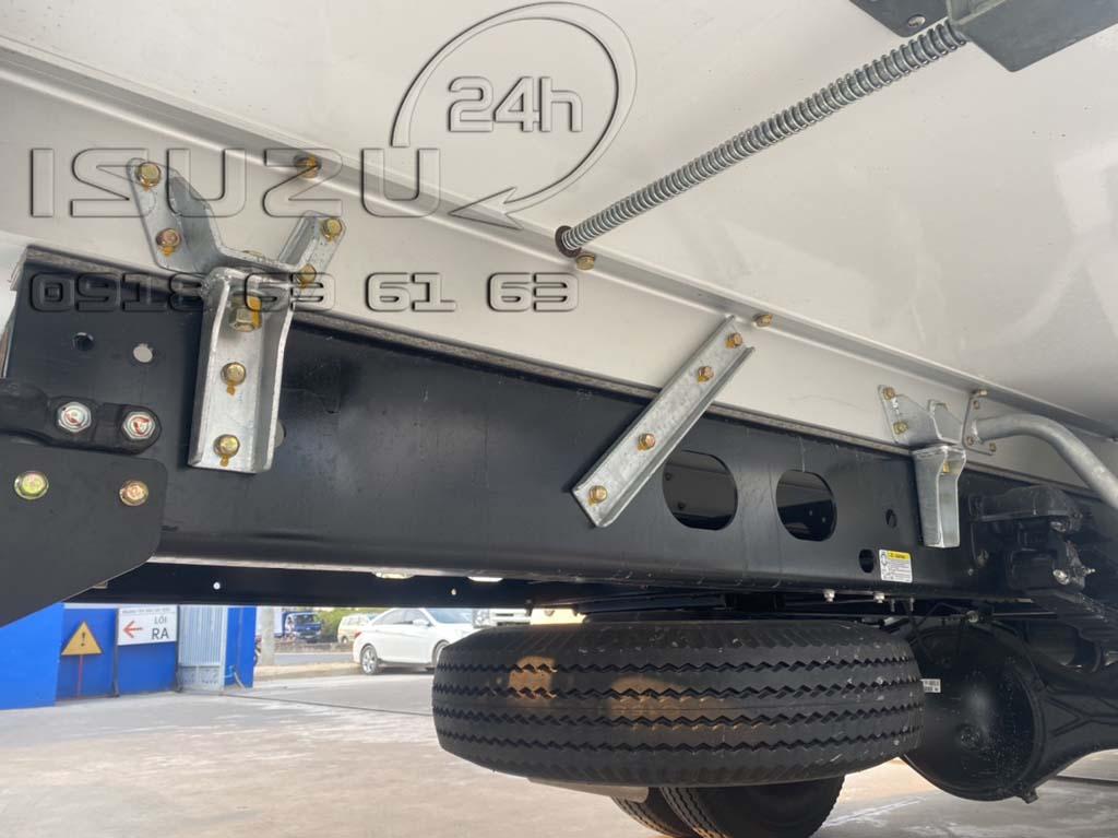 Gia cố chống xô và đà dọc hợp kim nhôm Xe tải Isuzu FRR 650 đông lạnh thùng Quyền Auto