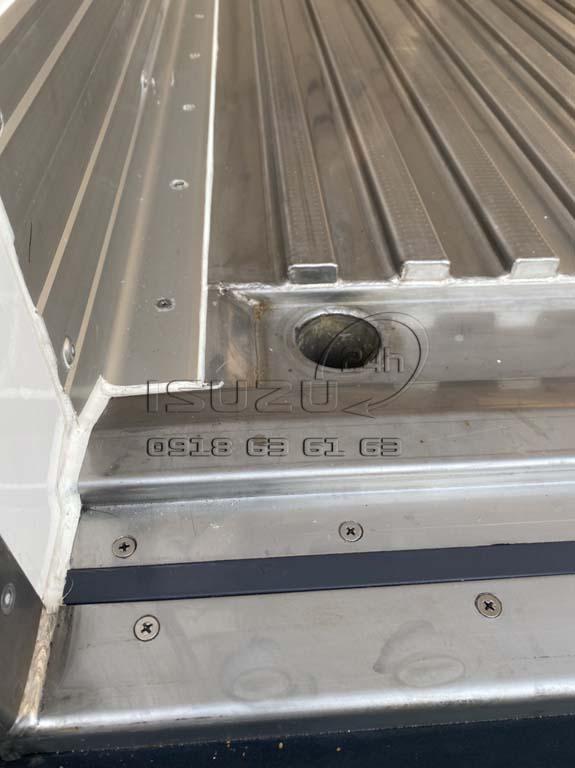 Lỗ thoát nước trong thùng Xe tải Isuzu FRR 650 đông lạnh thùng Quyền Auto