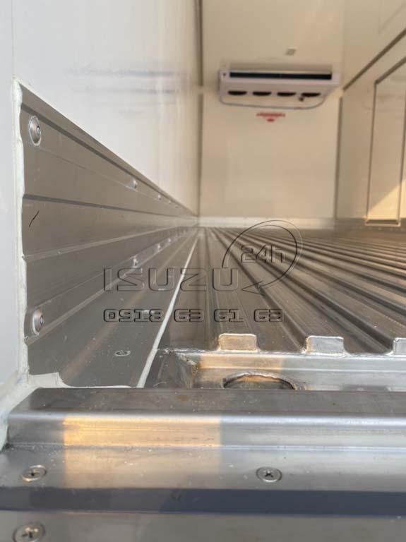 Sàn inox 304 dập sóng trong thùng Xe tải Isuzu FRR 650 đông lạnh thùng Quyền Auto