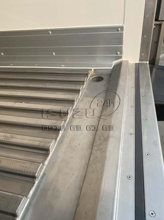 Rãnh thoát nước inox 304 trong thùng Xe tải Isuzu FRR 650 đông lạnh thùng Quyền Auto